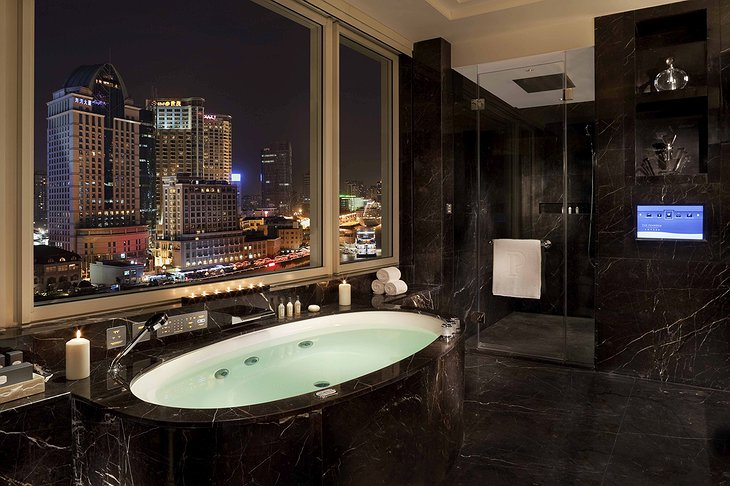 Majestic Suite Bathroom