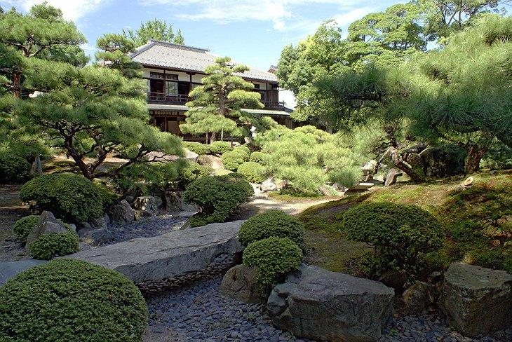 Japanese garden at the world's oldest hotel