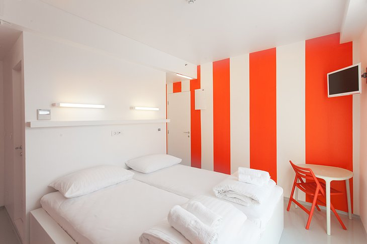 Boutique Hostel Forum chat duo room