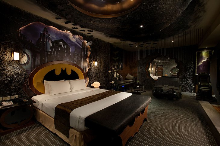 Eden Motel Batman themed suite