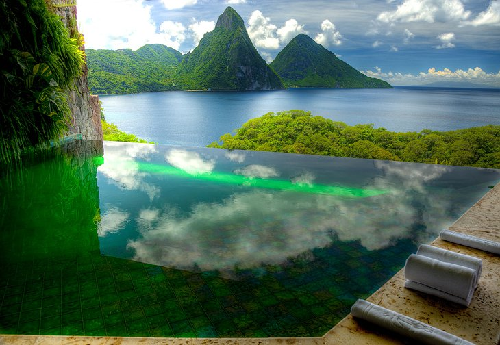 Green infinity pool with view on nature