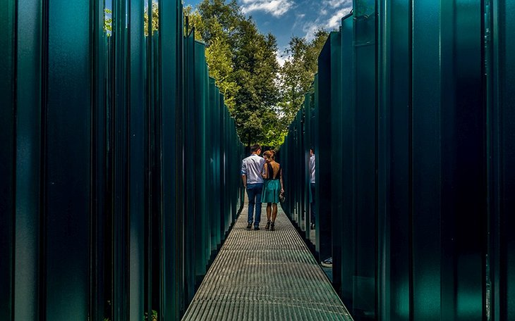 Les Cols Pavellons Couple Walking
