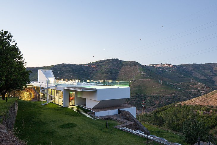 Quinta De Casaldronho building with swimming pool on the rooftop