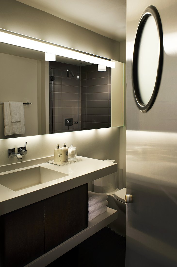 Hotel Zetta bathroom