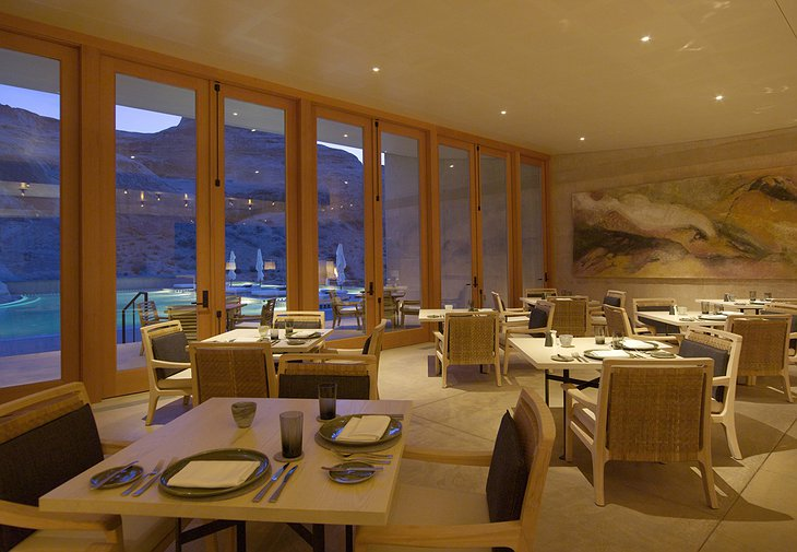 Amangiri Villas restaurant with swimming pool view