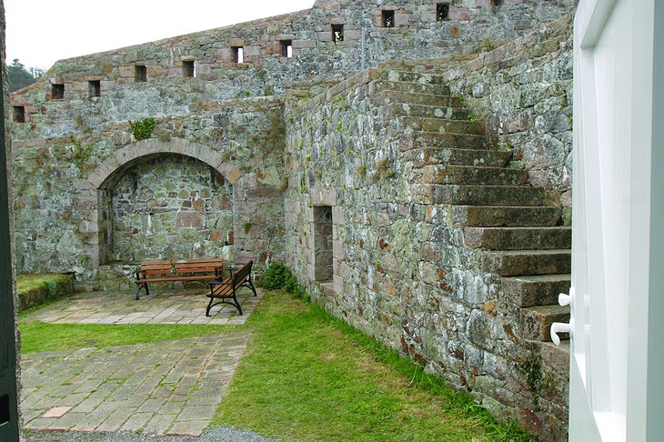 Fort Leicester courtyard
