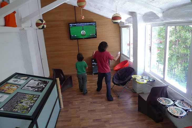 Hotel EnFrente Arte game room