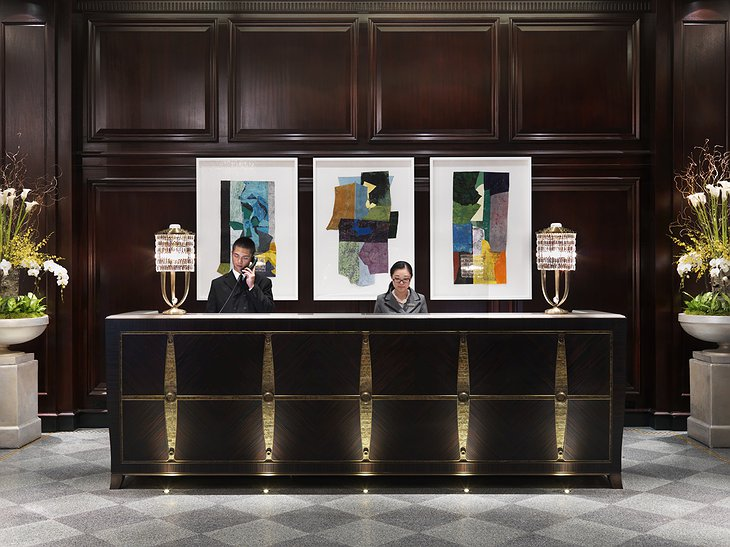 Rosewood Hotel Georgia front desk