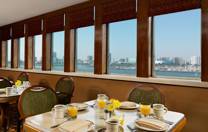 Queen Mary Hotel restaurant with city view