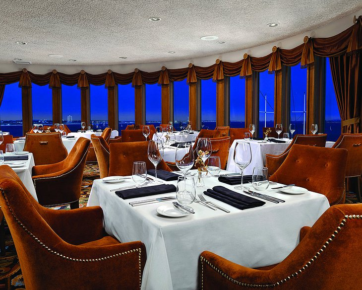 Queen Mary Hotel restaurant with sea view
