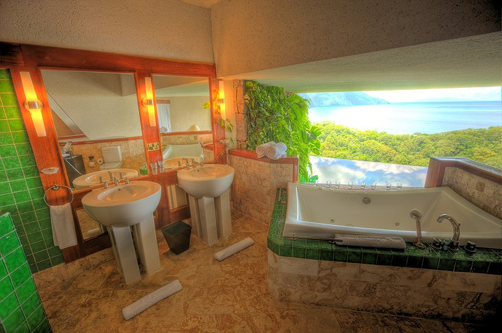 Jade Mountain Resort bathroom
