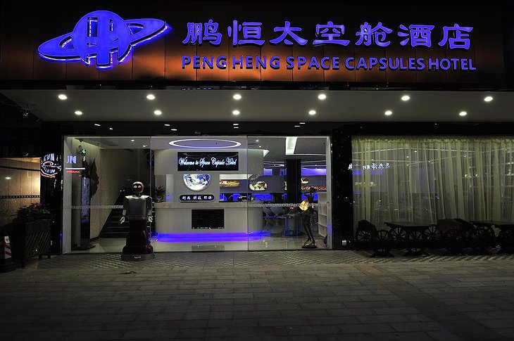 Pengheng Space Capsules Hotel building entrance