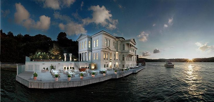 Ajia Hotel built on the shore of Bosphorus river