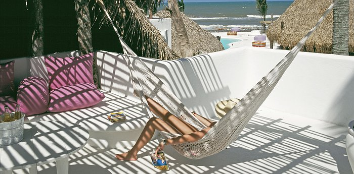 Hotel Azucar - White Beachside Bungalows In The Gulf Of Mexico