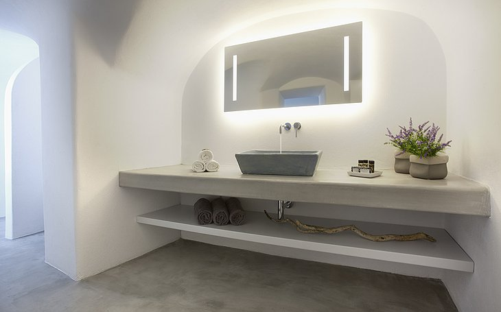 Anemolia Villa bathroom