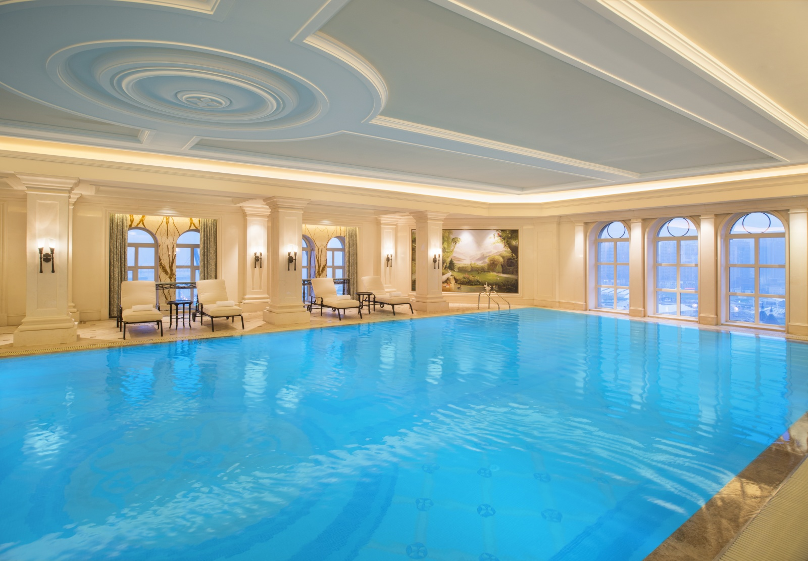 The castle hotel in dalian Hotel in ohio with swimming pool in room