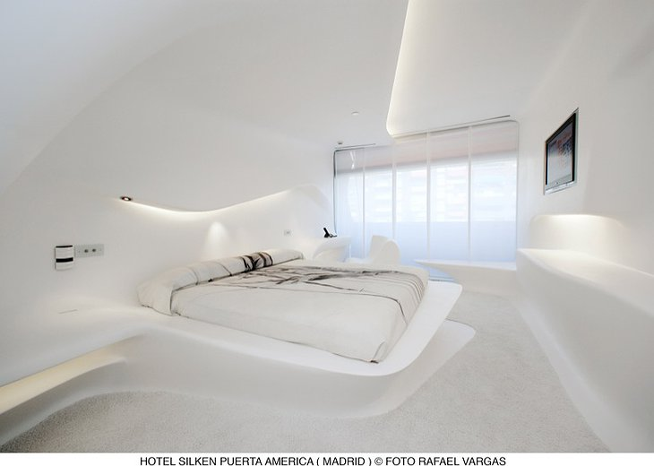 Hotel Silken Puerta América Madrid flowing white room