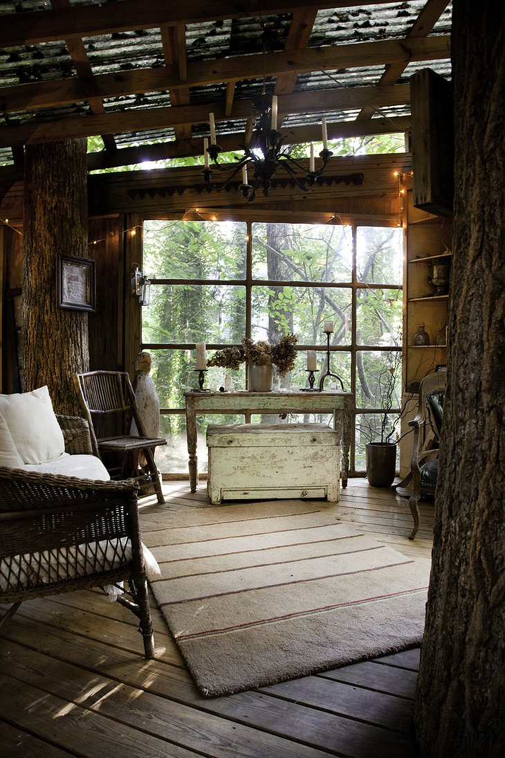 Secluded Intown Treehouse living room