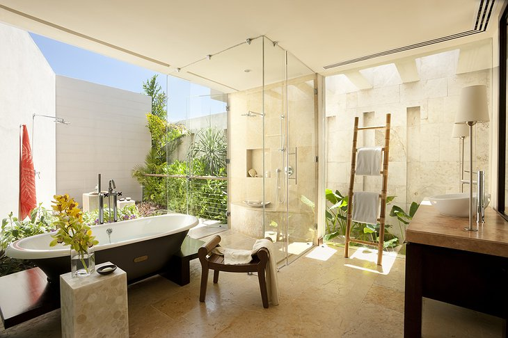 Waterview Villa bathroom