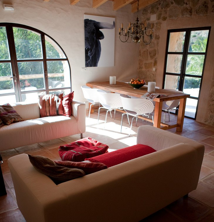 Refugio Marnes living room