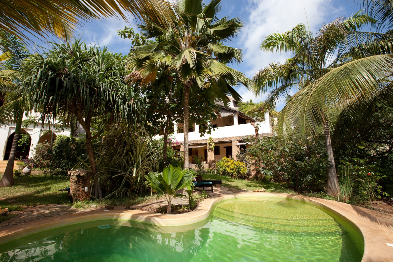 BOOK ONLINE Banana House And Wellness Centre