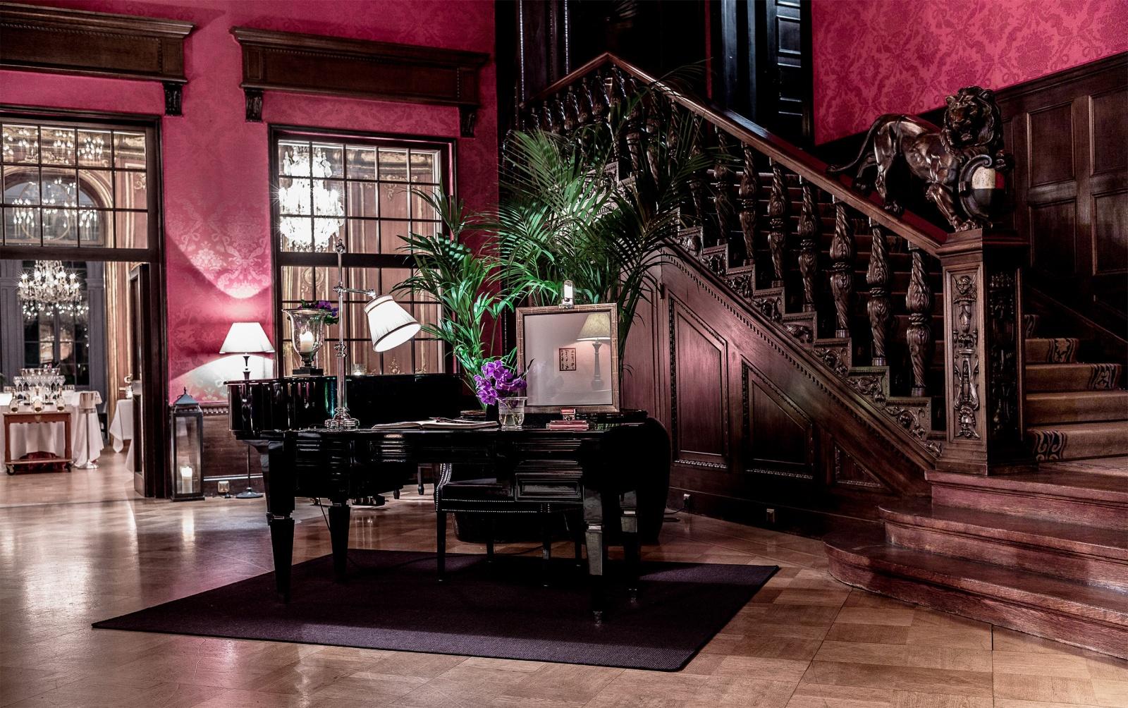 patrick hellmann schlosshotel aristocracy in berlin. Black Bedroom Furniture Sets. Home Design Ideas