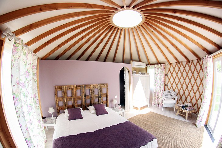 Quinta M yurt bedroom