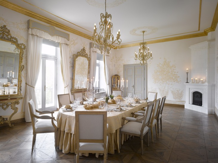 Chateau Mcely golden room