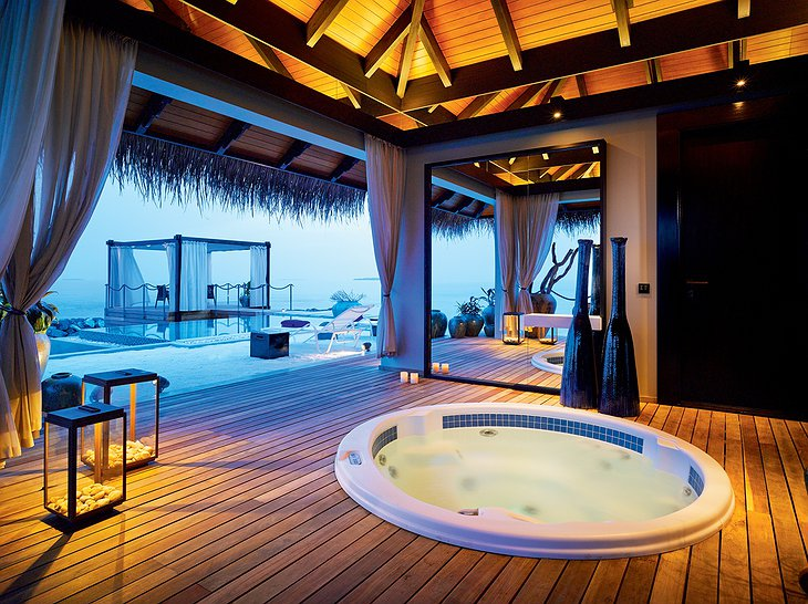 Romantic Pool Residence - Private Spa