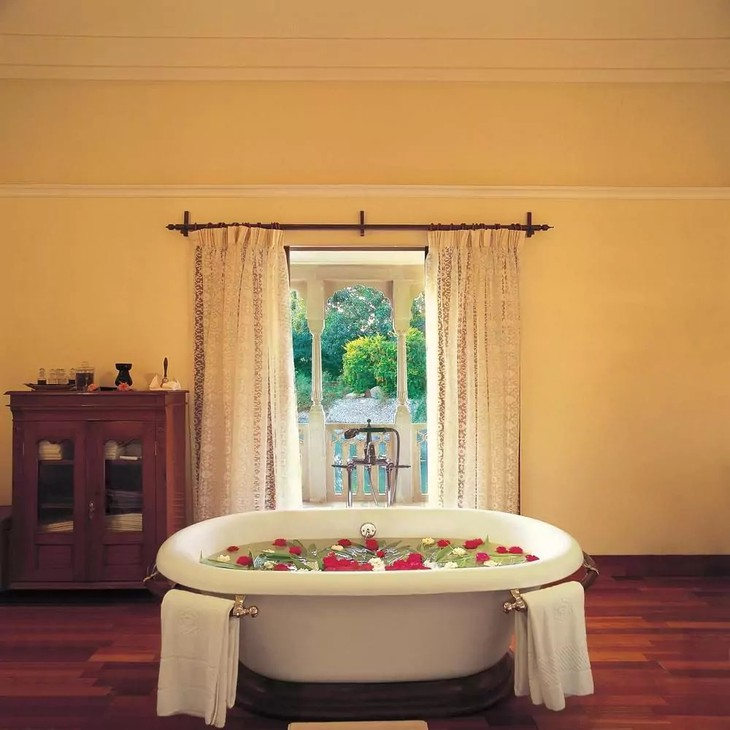 The Oberoi Vanyavilas bathroom with bathtub