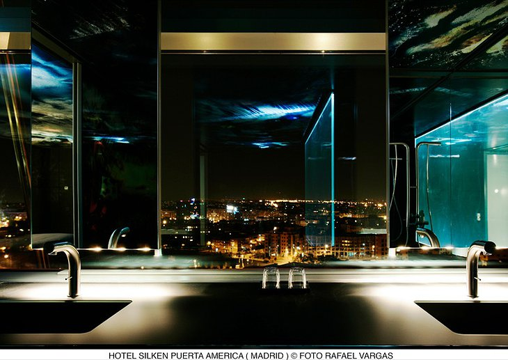 Bathroom with view on Madrid