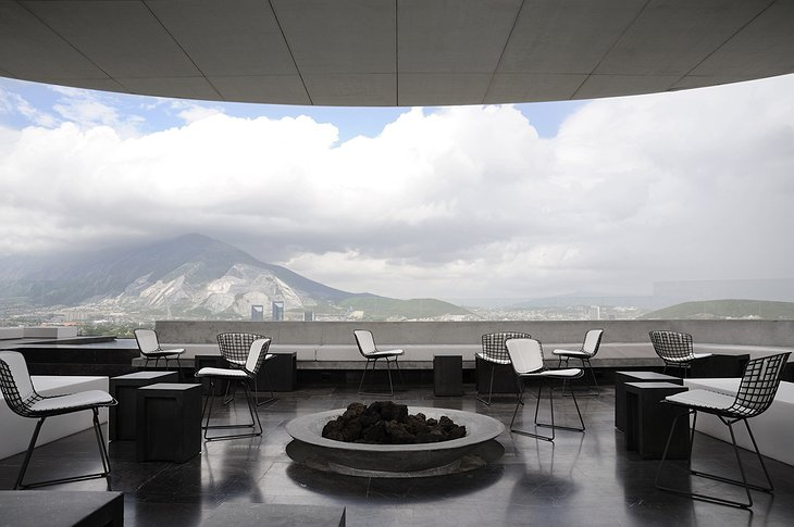 Hotel Habita MTY rooftop terrace with view on the Sierra Madre mountains