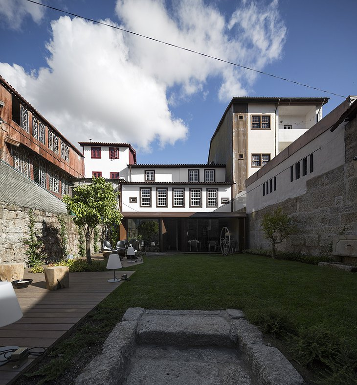 Casa do Juncal courtyard