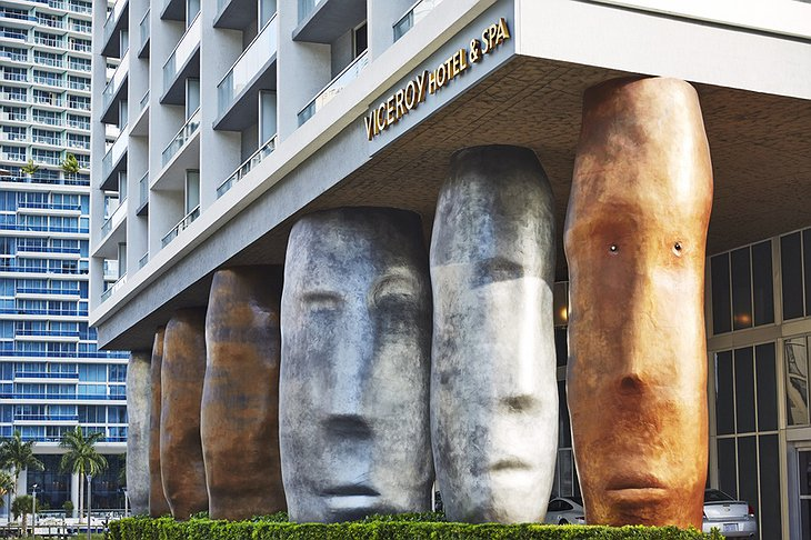Viceroy Miami entrance statues