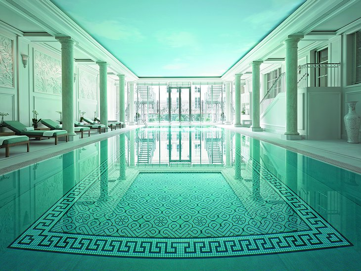 Shangri-La Hotel Paris swimming pool